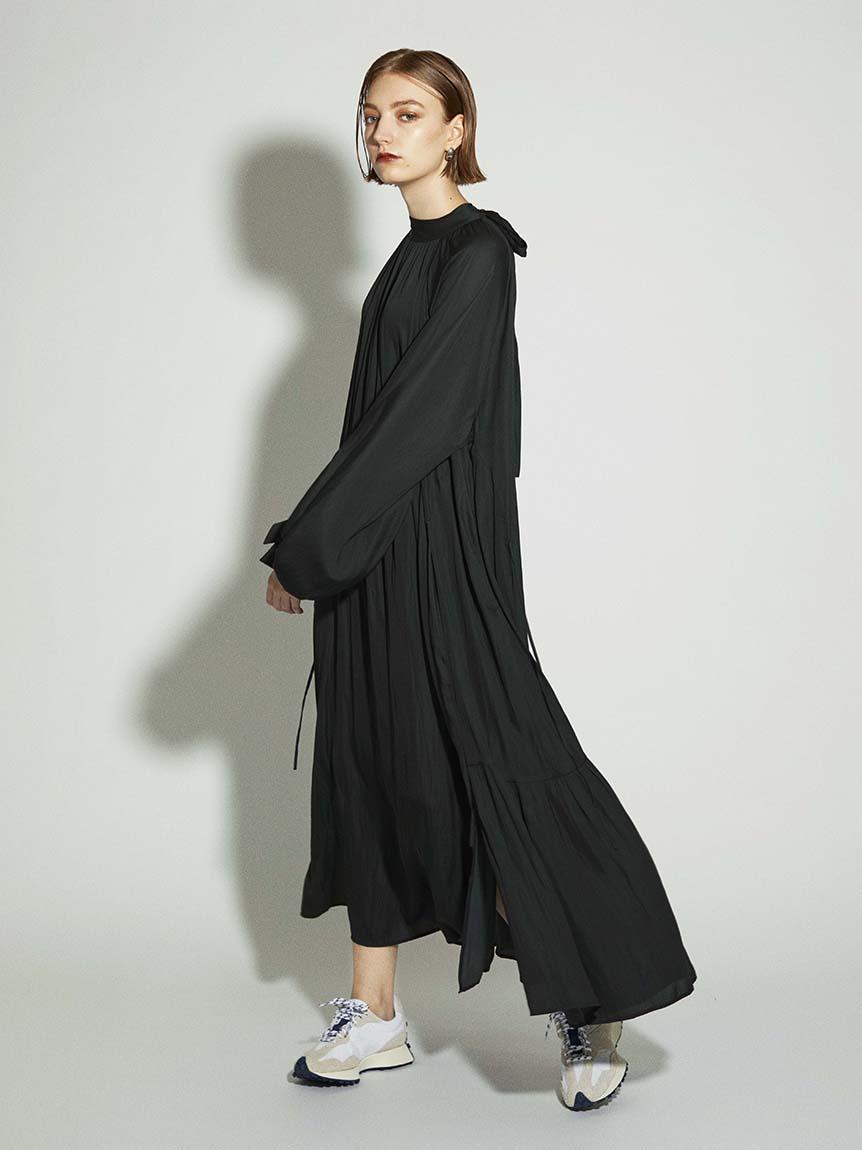 【emmi atelier】ハイネックバックリボンワンピース(BLK-0)