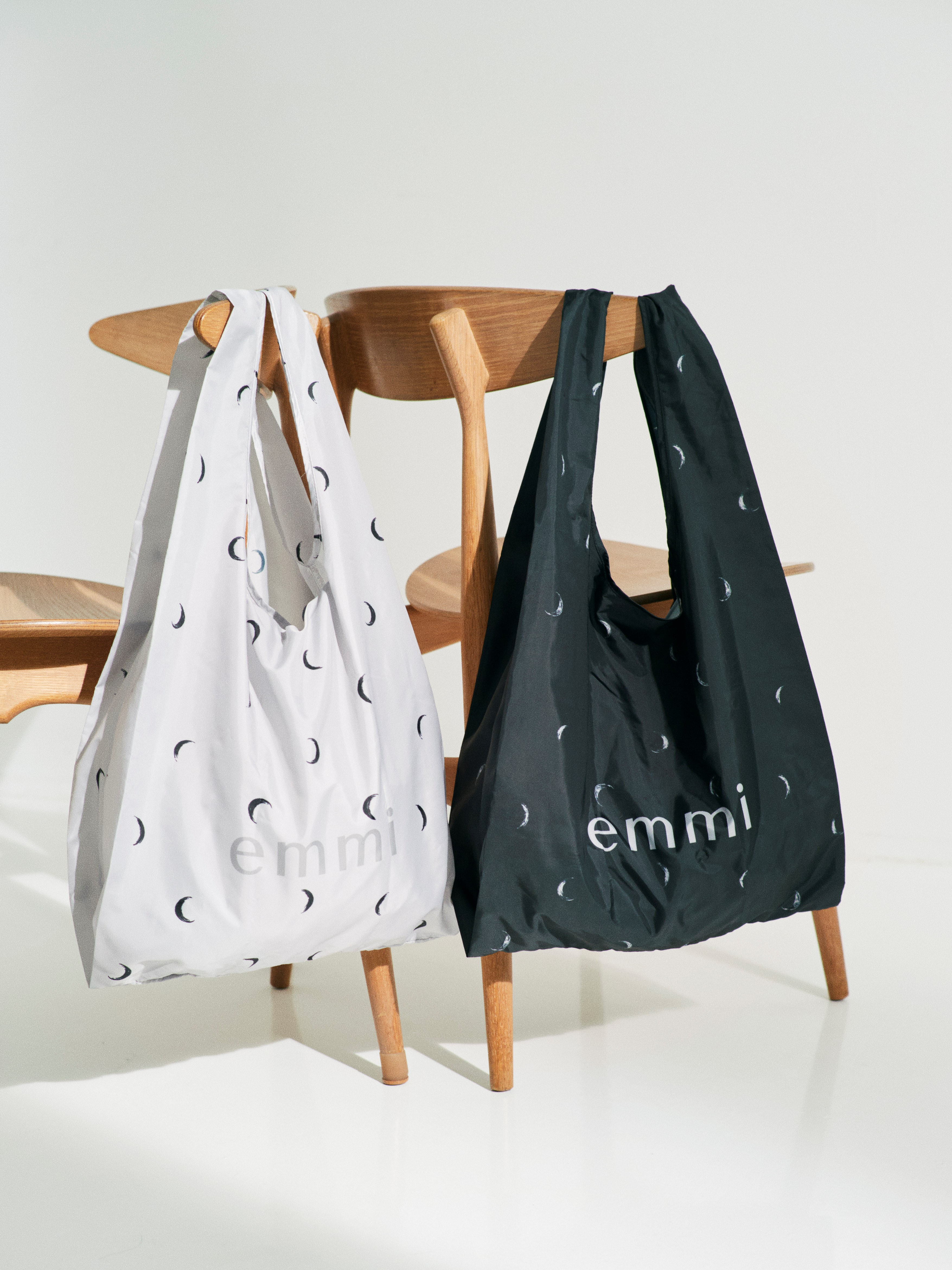 【emmi atelier】emmi ムーンプリントecoバッグ