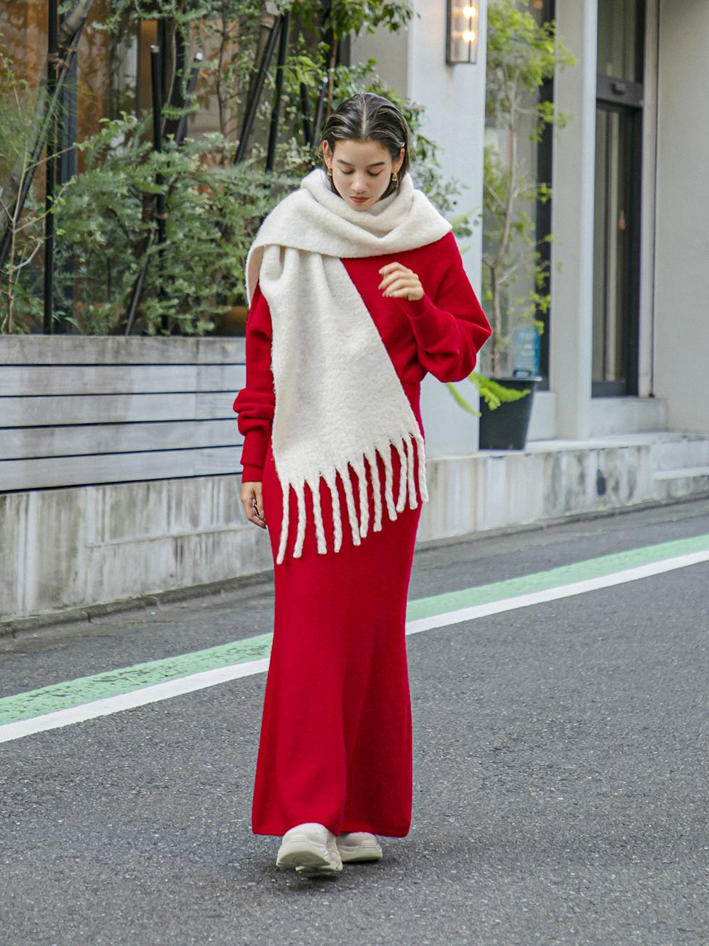 【emmi atelier】オフショルダーニットワンピ(RED-F)
