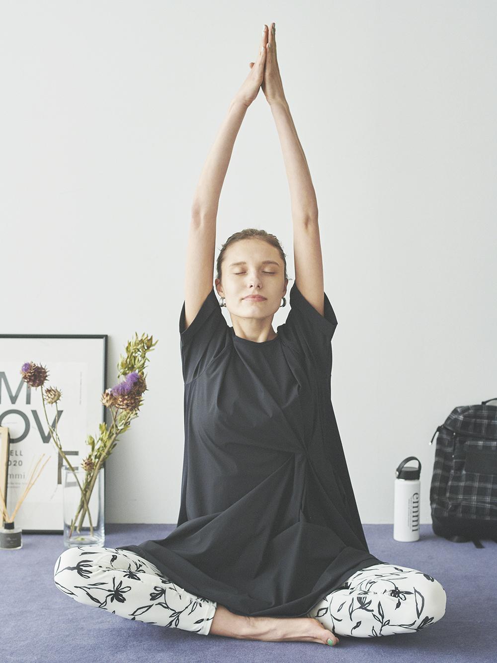 【emmi yoga】フリントギャザーワンピース(BLK-0)