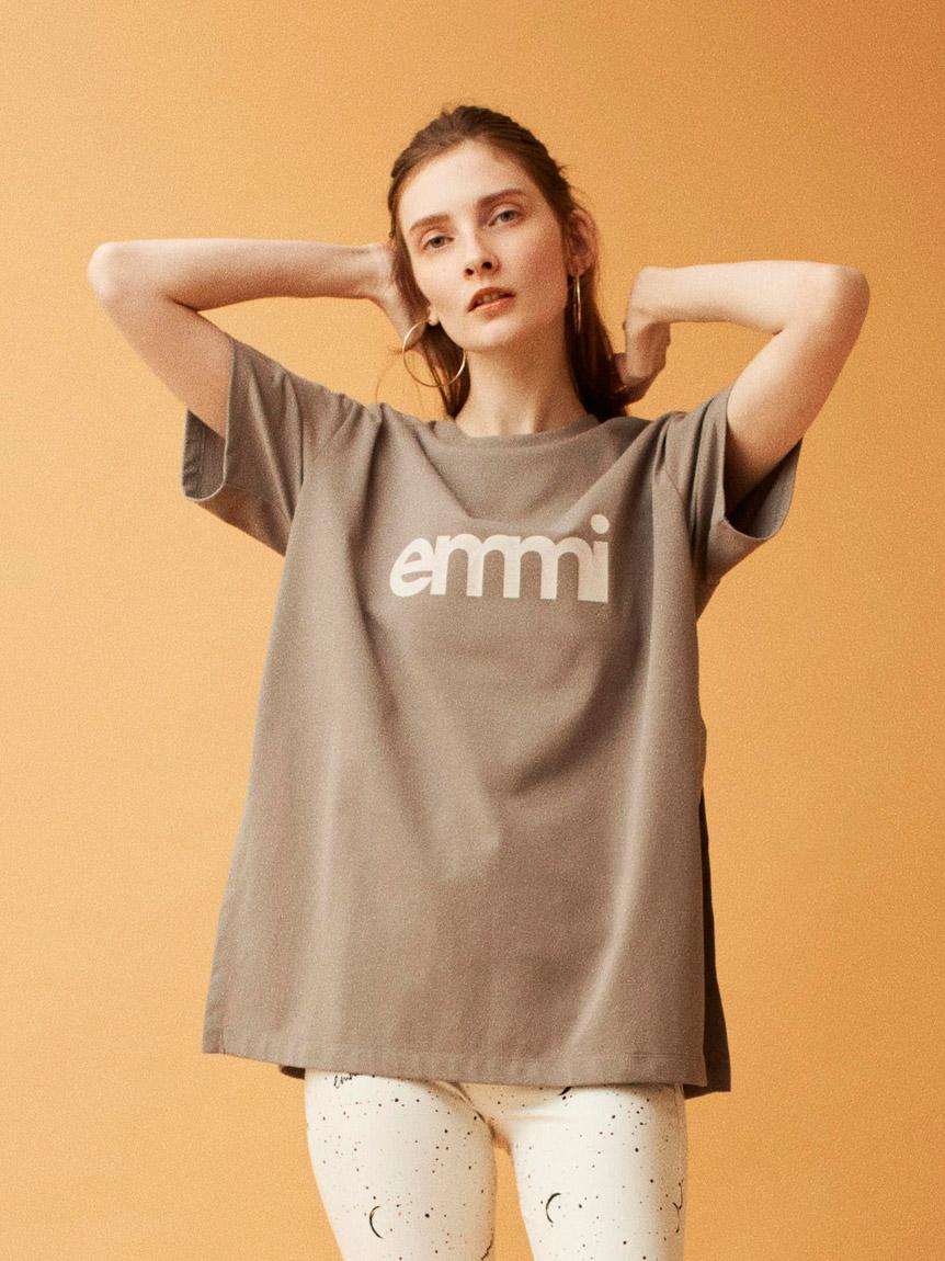 【emmi yoga】emmiロゴサステナTシャツ(LGRY-F)