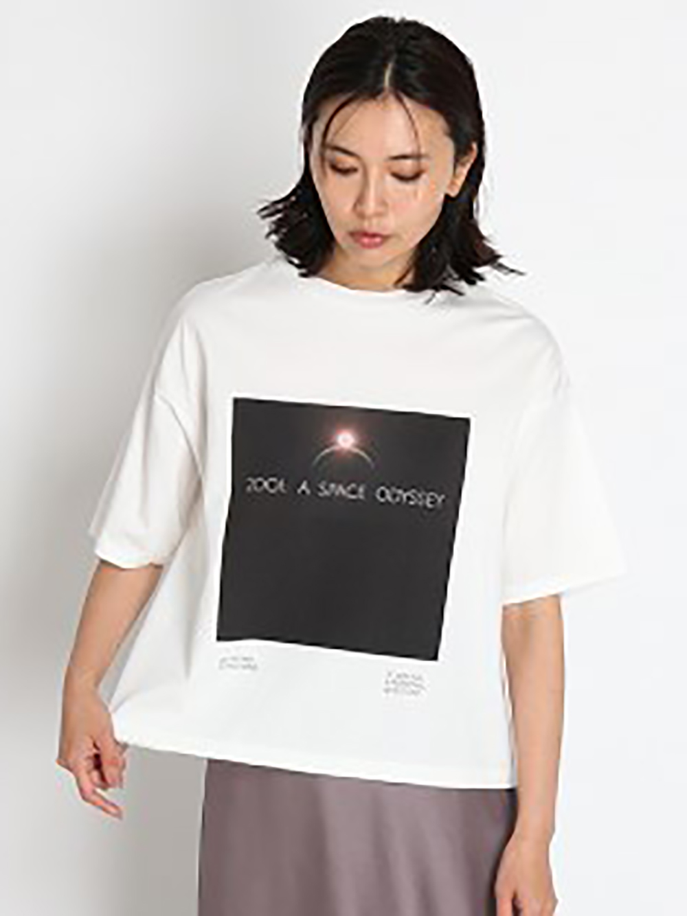ブラックスクエアTシャツ(WHT-F)