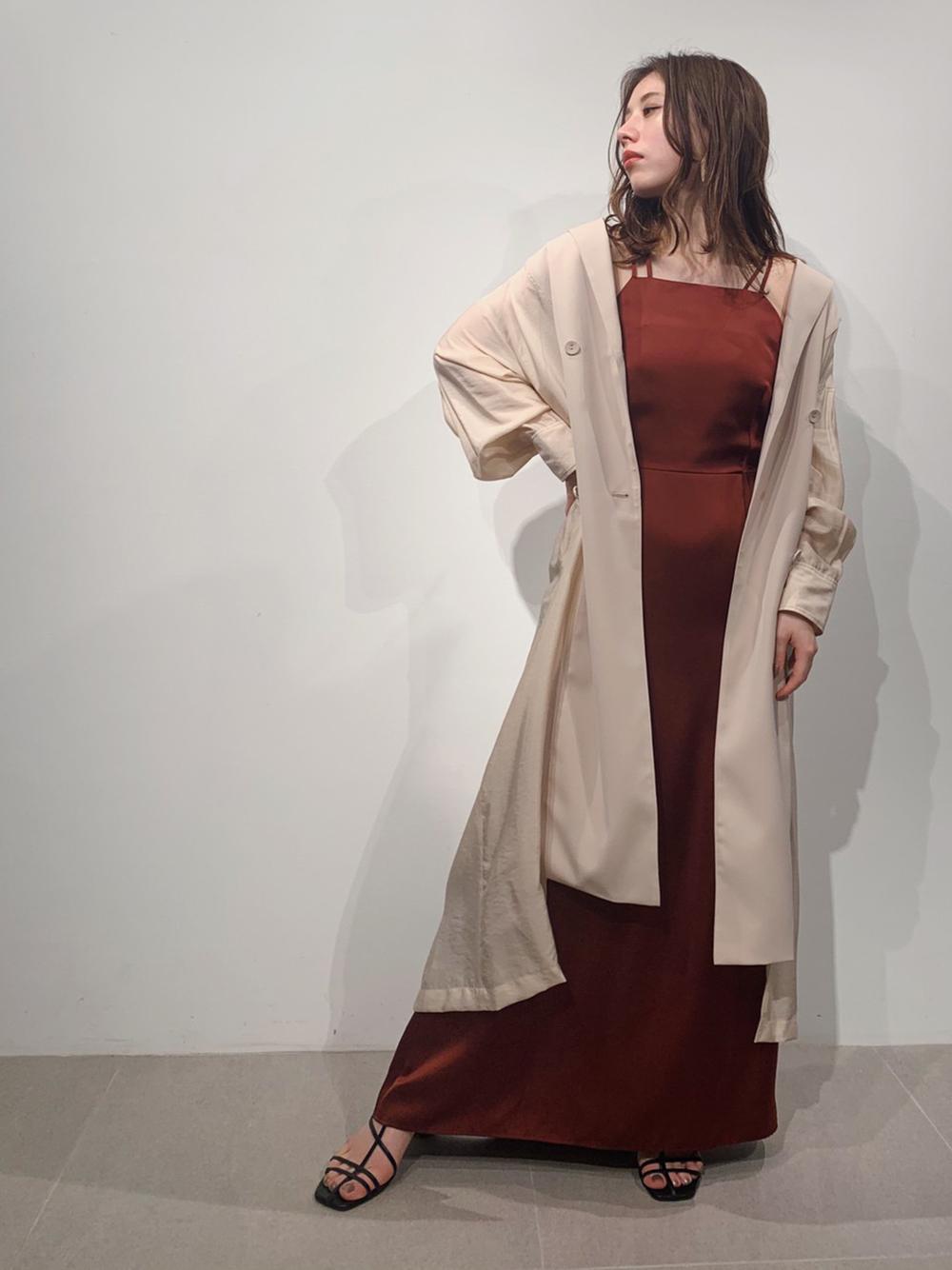ホルターネックサテンドレス