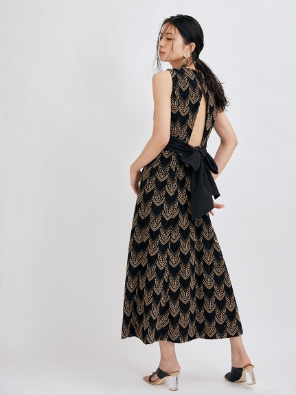 バックリボンドレス