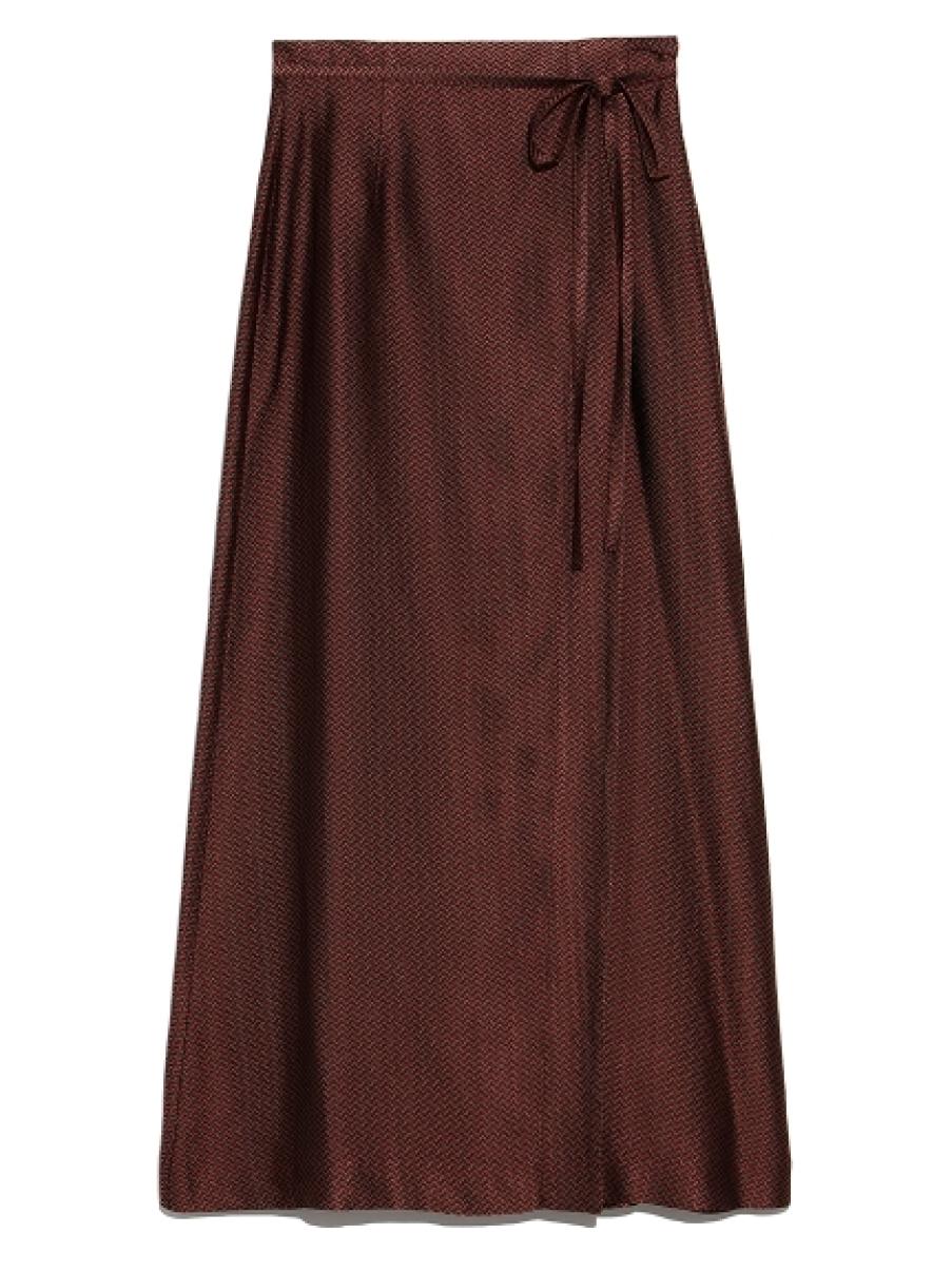サテンスリットスカート