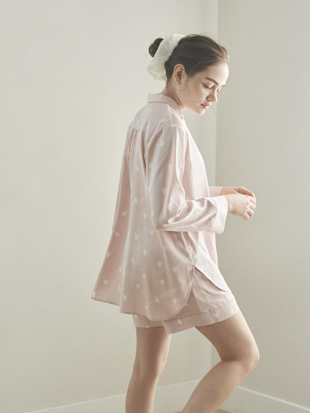 【SAKURA FAIR】ペタルモチーフサテンシャツ | PWFT211371