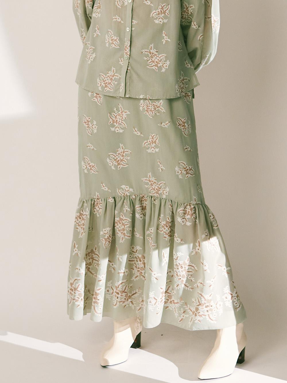 フラワー刺繍ロングスカート