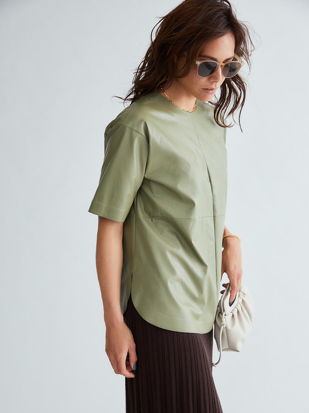 シャツカーブフェイクレザーTシャツ(OLV-0)