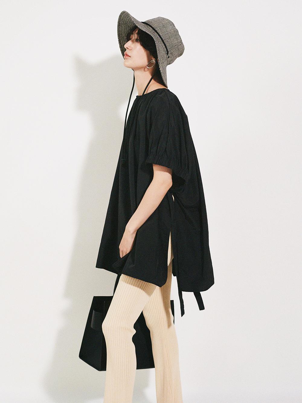 裾フレアリブニットパンツ